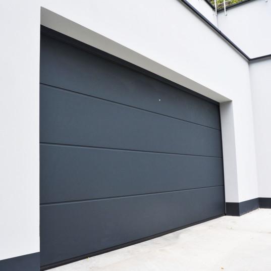 Porte de garage sectionnelle habitat sur mesure isol panneau de 40mm relev de linteau 160mm - Porte sectionnelle aluminium ...